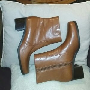 Naturalizer leather ankle boots